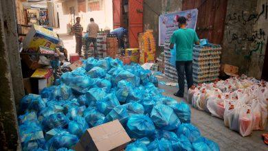 Photo of أوقاف غزة توزع طرود غذائية الرمضانية على 6100 أسرة متعففة بالقطاع منذ بداية الشهر