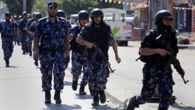 Photo of أغلقت الشرطة97 محلاً تجارياً وقبضت على 19 شخصاً لم يلتزموا بحالة الطؤارئ