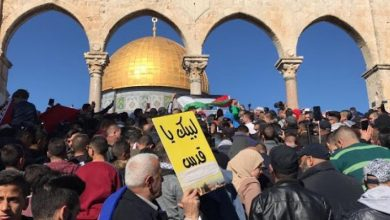 "Photo of في ""جمعة فتح الأقصى""  مئات الفلسطينيون يحتشدون أمام بوابات الأقصى لصلاة الجمعة"
