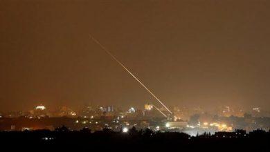 Photo of اطلاق صاروخ اتجاه الغلاف والجيش يرد بقصف مواقع للمقاومة