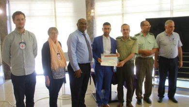 Photo of بالتعاون مع اللجنة الدولية للصليب الأحمر…. الخدمات الطبية تختتم دورة تدريبية لمكافحة العدوى من فيروس كورونا.