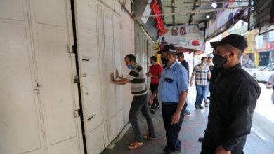 "Photo of شاهد بالصور :فتح المحال التجارية جزئيًا في سوق ""عمر المختار"" بغزة"