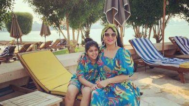 Photo of ابنة نوال الكويتية تطل في صورة عفوية مع والدتها من المصيف تظهر كم كبرت!!