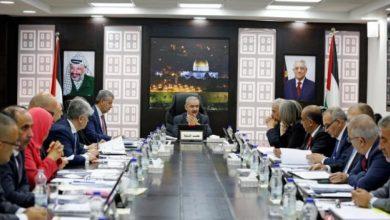 Photo of الحكومة برام الله تتحدث عن رواتب ومستحقات موظفي السلطة