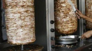 """Photo of الصحة"""" بغزة توقف أربعة مطاعم شاورما عن العمل   التفاصيل"""