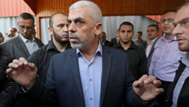 Photo of إسرائيل توجه رسالة شديدة اللهجة إلى السنوار عبر الوفد المصري للتوقف عن استفزازها